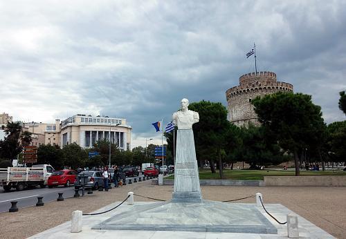 Нажмите на изображение для увеличения Название: Набережная Солоники - памятник и Белая башня.jpg Просмотров: 11 Размер:93.5 Кб ID:634
